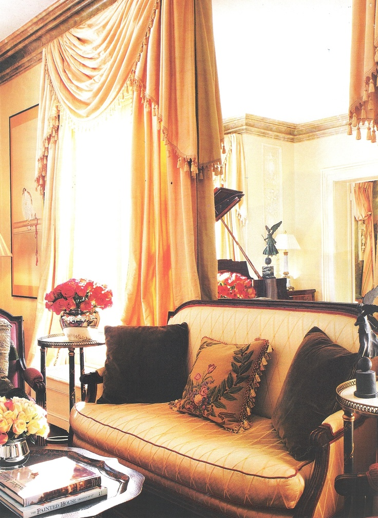 Opera Star Renee Fleming's home, Interior Design by John Pascoe. Image House Beautiful May 2003