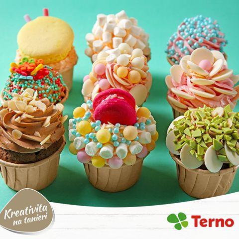Makronky a cupcaky sa stali v poslednej dobe hitom. Skúšali ste ich už spojiť dohromady? Niektoré ich variácie až vyrážajú dych. :-)