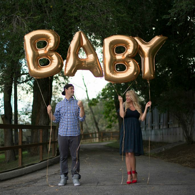 #pregnancyannouncement Announce you're pregnant with gold foil balloons!