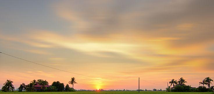 https://flic.kr/p/y6dvk8 | Sekinchan / 适耕庄 / Sunset | 跟前一张一样,多一间屋子跟一粒小黄蛋