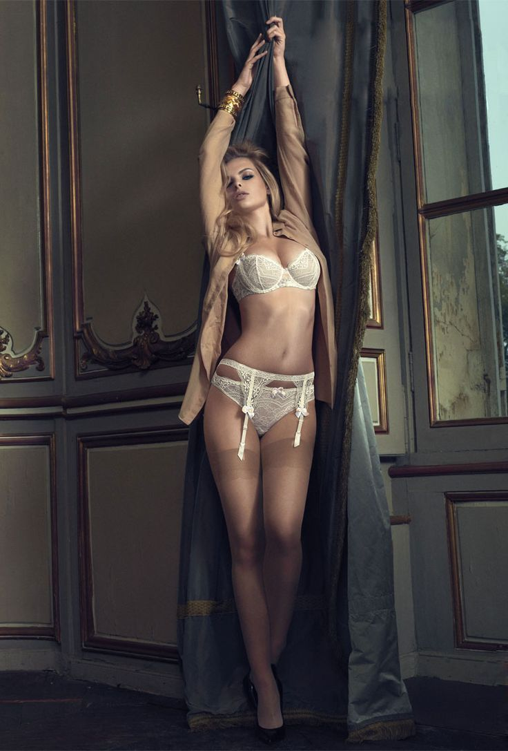 Simply, classic Lingerie with F F Nylons - looks simply perfect - Like it #lingerie
