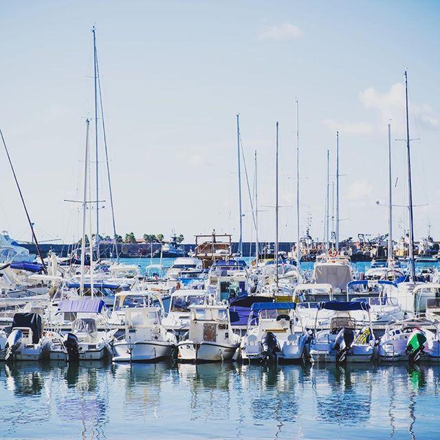 Porto di Vibo Marina. . Foto realizzata con: #FujifilmX70 #fujifilm_Xseries @fujifilmitalia #fujilovers . #italia365 #italia360gradi #italialoveyou #italygram #igitalia #scatto_italiano #fotodelgiorno  #fotografia_italiana #travelingram  #visititaly #italytravel #topitalyofficial #italy_stop #vivo_italia  #southitaly #verso_sud #sud_super_pics  #calabria #landscapes_calabria #yallerscalabria #bestcalabriapics #ig_calabria #volgocalabria #porto #barche #mare