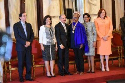 Danilo Medina reconoce a 13 mujeres sobresalientes, incluido homenaje póstumo a Sonia Silvestre