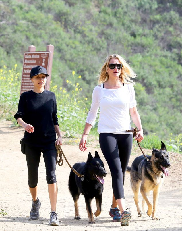 A shady Carmen Diaz went on a hike with her doggie and bestie Nicole Richie, who really ought to be wearing sunnies too! Tisk tisk Nicole!