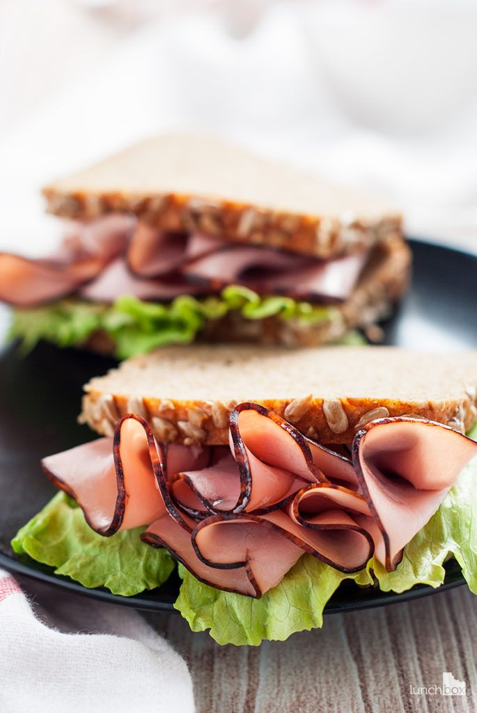 Kanapka z chleba orkiszowego z szynką podwędzaną i sałatą lodową | lunchboxodkuchni.pl