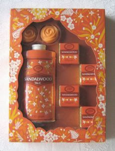 Boots Sandalwood gift set (containing talc, bath cubes and soaps), c.1970s (SOLD)