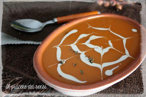 """Vellutata di zucca e carote allo zenzero  per la ricetta clicca qui -> http://ilnuovopiaceredeisensi.altervista.org/vellutata-di-zucca-e-carote/ Se ti piace questa ricetta /if you like this recipe, please ✔ Like ✔ """"Share"""" ✔ Comment ✔ Repost ✔Friend/follow Thank You! <3 #dessert #buongiorno #recipes #recipeoftheday #recipeideas #ilpiaceredeisensi #italy #italia #halloween #halloween2016"""