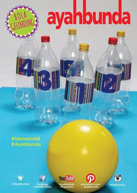 """Saatnya mengajak si kecil bermain """"BOLA GELINDING"""" seperti di foto ini.  Yang #ayah dan #bunda butuhkan botol plasik, kertas kado, dan kertas warna yang dipotong berbentuk angka atau print, gunting, lem/selotip, dan bola kecil.  Coba lihat, bisakah #balita menggelindingkan bola, sampai merubuhkan botol-botol plastik. Lalu, ajak balita Anda menyusun kembali botol-botol tersebut.  Note : #balita belajar mengenal angka, ketrampilan, ketangkasan, dan motorik halus."""