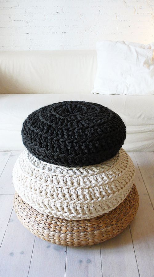 Floor Cushion Crochet - Thick CottonGiant knit!! Very thick cotton cord (7mm)This pouf is handmade crochet cotton. To use as floor pillows around the house.The outer cover can be removed for washing..: Color: Black.: Size: Ø 50 cm /// 19,5 inches.: Material: CottonWash at 30 degrees.These poufs are sent without filling for comfort. Unstuffed pouffes are smaller, lighter.If you would prefer your pouf pre-stuffed, please convo me. Shipping weig...