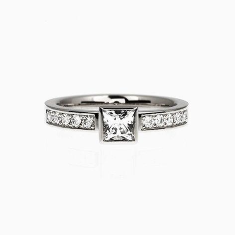 Princess Bezel engagement ring with White sapphire in Palladium