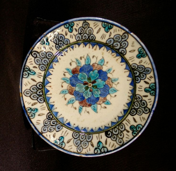 Turkey, Kütahya province, Kütahya kilns (Turkish), Plate with central floral design surrounded by stylized clouds, late 19th century, stonepaste with polychrome decoration under clear glaze