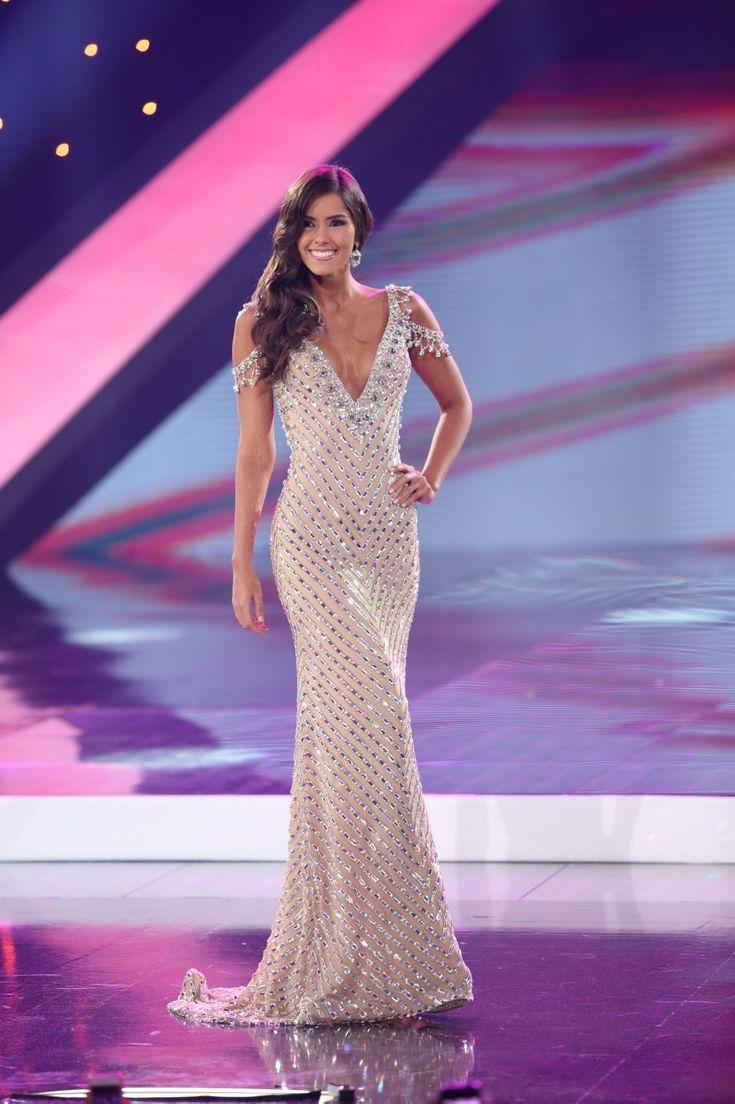Paulina Vega Miss Colombia en Miss Universo 2015 diseño del colombiano Alfredo Barraza