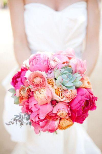 Bouquet de mariee corail rose pale poudre peche pivoines fushia orange