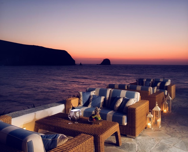 Right by the startling waters of the azure sea, Melian hotel invites its guests to daydream as they enjoy the utmost pampering and personalized service in a pure sanctuary of romance