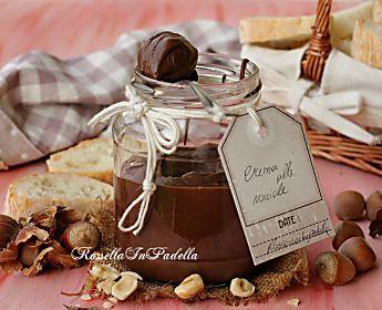 La ricetta della crema spalmabile alle nocciole e cioccolato