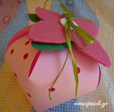 Μια ζουμερή φράουλα και ευχές για ένα όμορφο καλοκαίρι ~ Είμαι παιδί