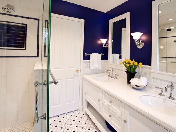 BRIGHT BLUE AND WHITE BATHROOM