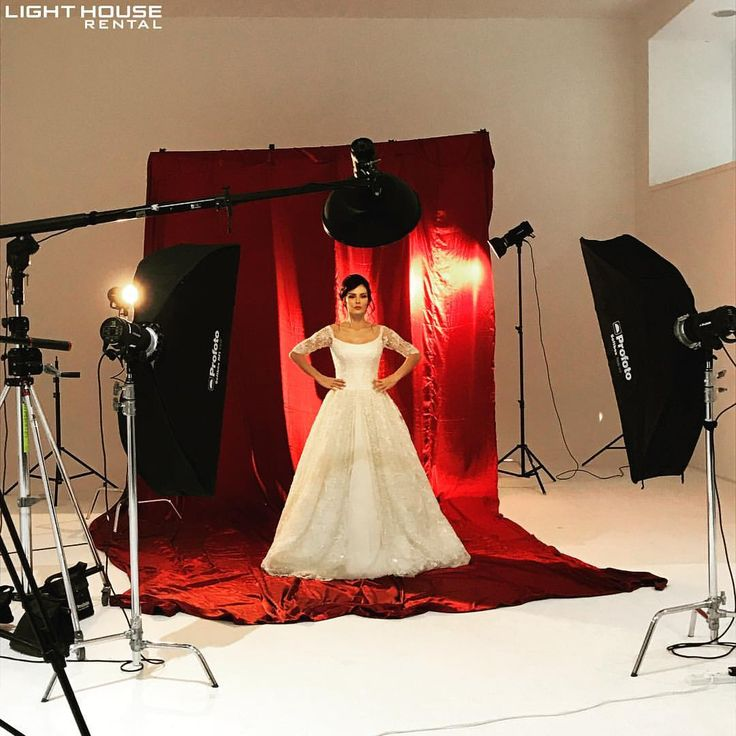 308 отметок «Нравится», 2 комментариев — Light House Rental (@lighthouserental) в Instagram: «Behind the scenes -Set up from our previous Bridal Makeup photoshoot 👰🏻 Production:…»