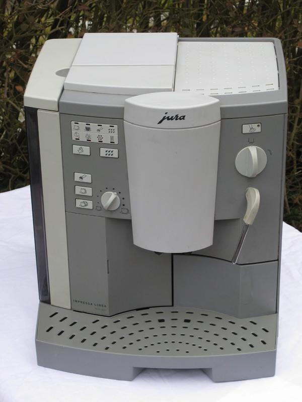 """Darf mal gesagt werden, ohne jeden Werbe-Hintergrund!: Betagte Kaffeemaschine von Jura, Design """"Gestern"""", liefert auch nach Jahren anstandslos Kaffee im 3-Schicht-Betrieb."""