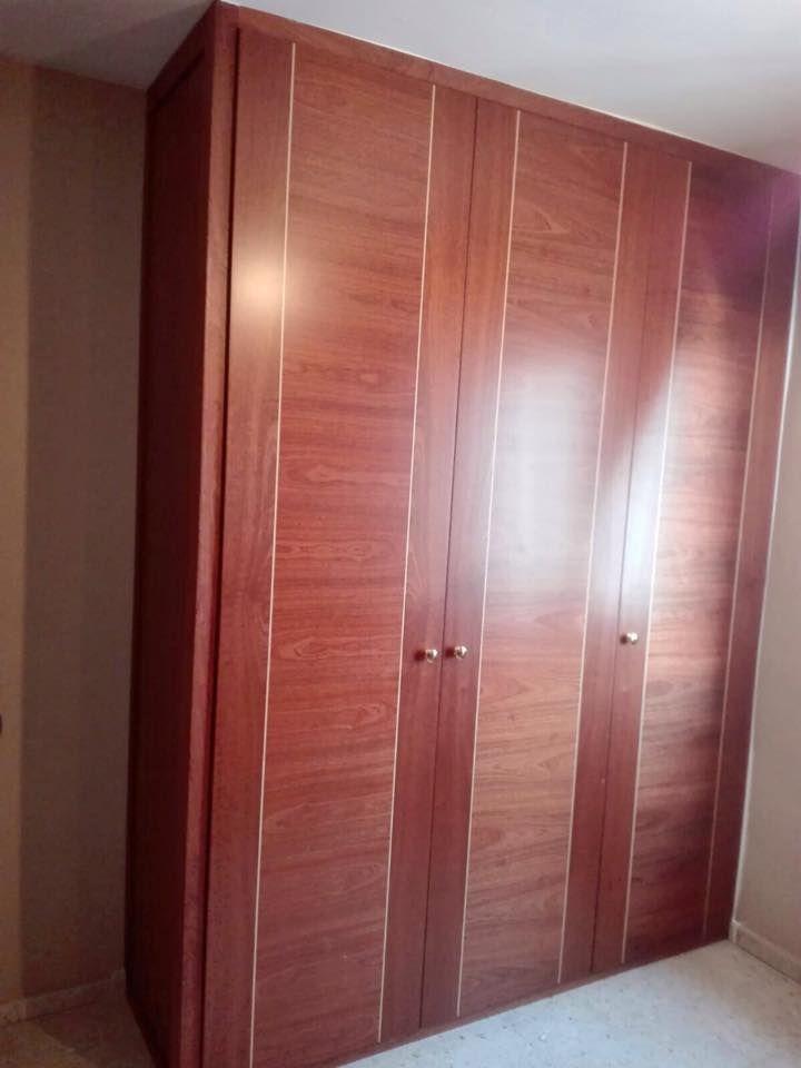 Mejores 68 im genes de armarios de puertas abatibles en - Armario 3 puertas ...