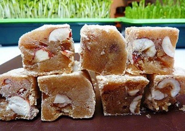 Сыроедческий лукум на основе агар-агара от iHerb http://ru.iherb.com/agar-agar?rcode=jsj139 Фруктовый лукум (рецепт) 8 королевских фиников или 12-16 фиников каспиран полчашки свежевыжатого апельсинового сока или сока других фруктов (яблок, груш, ананаса, хотя, почему бы и не моркови, сладкой свеклы) ст л меда или нектара агавы, сиропа топинамбура полчашки воды ст л агар-агара полчашки фундука   Все про iHerb  https://vk.com/ecoiherb