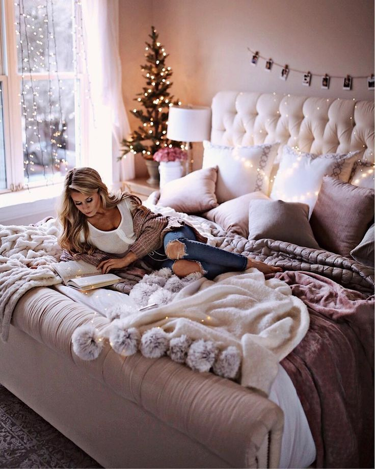 "15.8k Likes, 199 Comments - Olivia Rink (@oliviarink) on Instagram: ""7 Holiday Decor Ideas for Your Bedroom on oliviarink.com + a peek inside my room ❄️ //…"""