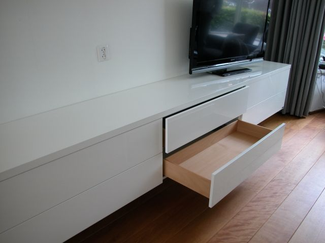 Collectie design meubel baseline tv meubelen en tv for Tv dressoir hoogglans wit