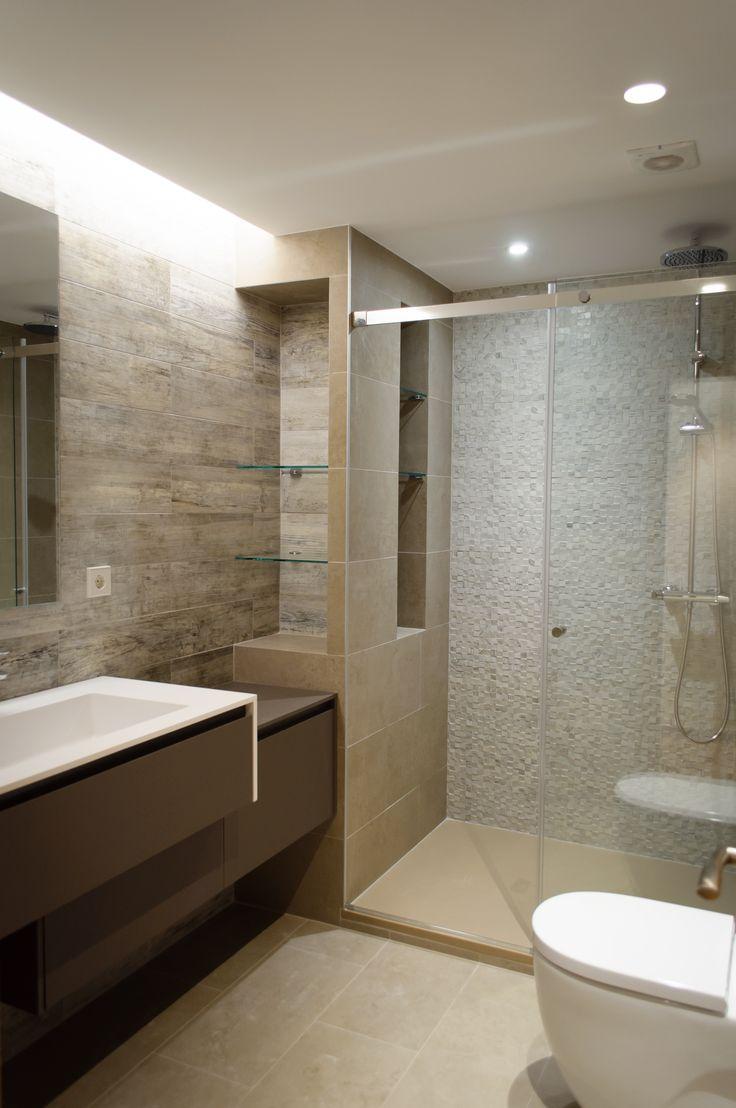 Mueble baño modelo WELLNESS, laminado Fenix. Encimera de Cristalplant con lavabo integrado.