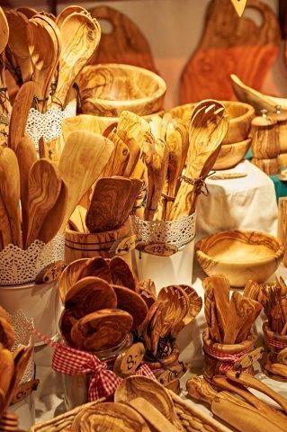Das 3. Türchen zeigt, dass man auf dem Weihnachtsmarkt viele tolle Geschenke und Gebrauchsgegenstände findet.