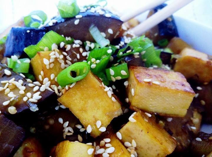Krupave cinske tofu s lilkem