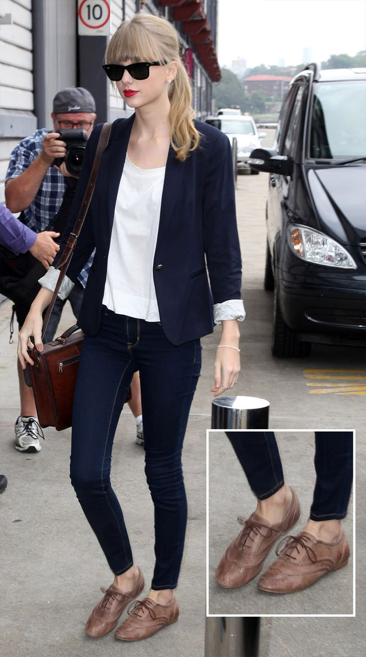 Taylor Swift's navy boyfriend blazer with jeans and light brown oxfords in Sydney