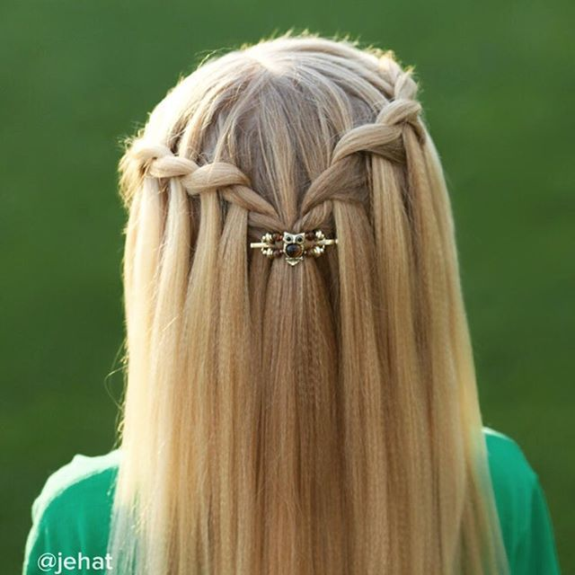 Waterfall twists with owl flexi-clip! Too fun & perfect for fall!  #HalloweenHairChallenge  Flexiclip from @to_do_good_things  #twinshair #hairinspiration #owlclip #waterfalltwist #cutegirlshairstyles