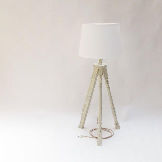 Lámpara trípode de madera. Lámpara de pie. Hecha a por PETULAPLAS
