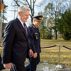 Outgoing German president in farewell tour of Julius Leber Barracks in Berlin