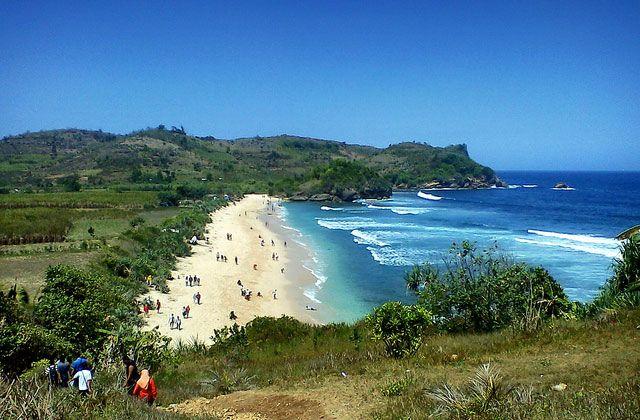 Cultureindo.com -Salah satu kota di Jawa Timur yang seru untuk berlibur adalah Blitar. Destinasi wisata di kawasan ini akan membuat siapapun yang datang akan berdecak kagum melihat keelokan alamnya.   #Air Terjun Ondo Rante blitar #bukit teletubies blitar #Pantai Tambakrejo blitar #Puncak Kejora Blitar #Rekomendasi 5 Tempat Wisata Yang Populer Di Blitar #Telaga Rambut Monte #tempat wisata di blitar