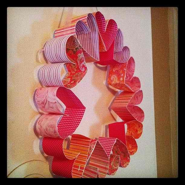 Πρωτομαγιάτικα Στεφάνια από μπαλόνια, χαρτιά, καραμέλες αλλά... και λουλούδια!   ΜΙΚΡΟΙ - ΜΕΓΑΛΟΙ