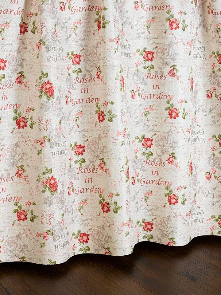 Draperie cu model de trandafiri, cu aspect de pânză, disponibilă la sul de 145 cm.