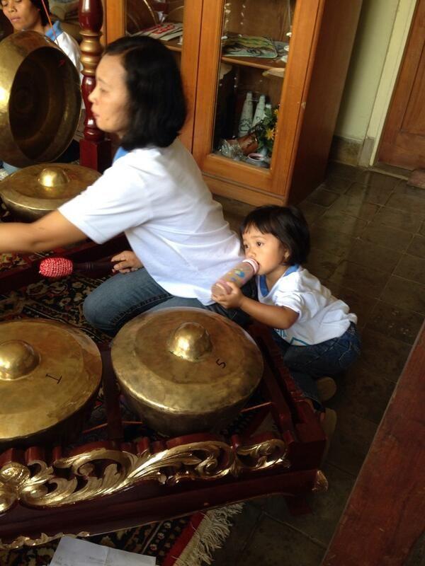 Selamat hari Kartini. Ibu SOS adalah kartini bagi anak-anaknya.