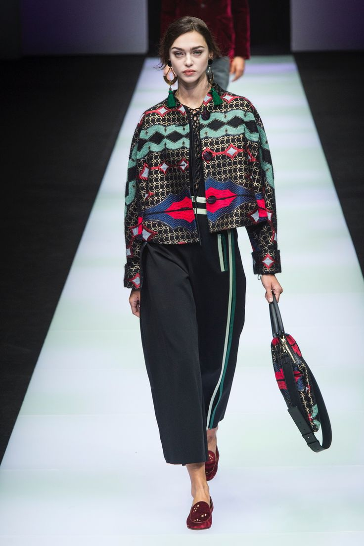 The complete Giorgio Armani Fall 2018 Ready-to-Wear fashion show now on Vogue Runway.