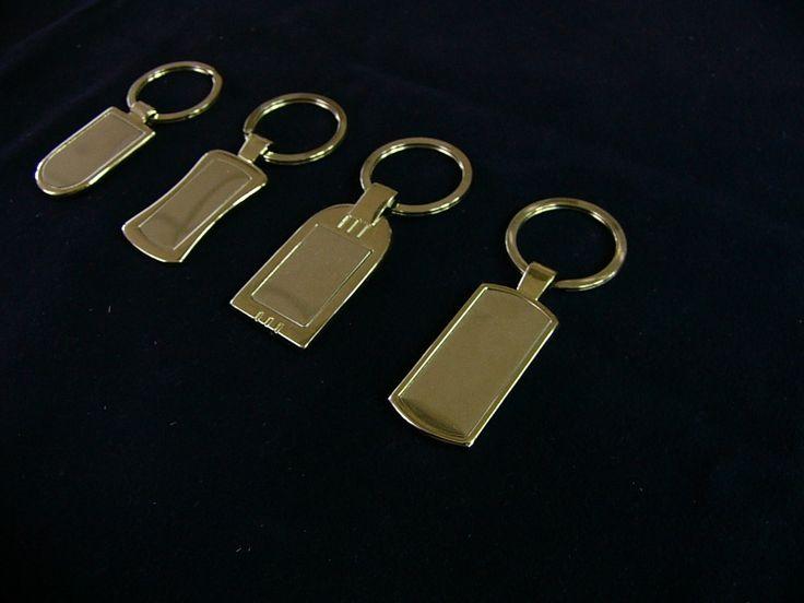 Egyedi kulcstartók készítése kis- és nagy tételben.  http://www.xfer.hu/hu/kulcstartok-kulcskoloncok