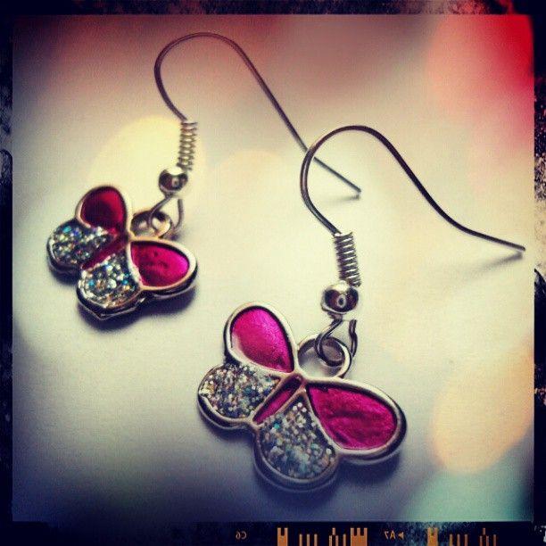 Aretes mariposas rosadas https://www.facebook.com/AccesoriosUv
