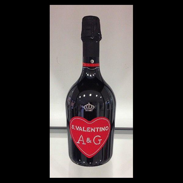 Bottiglia personalizzata con le vostre iniziali, per un San Valentino romantico.