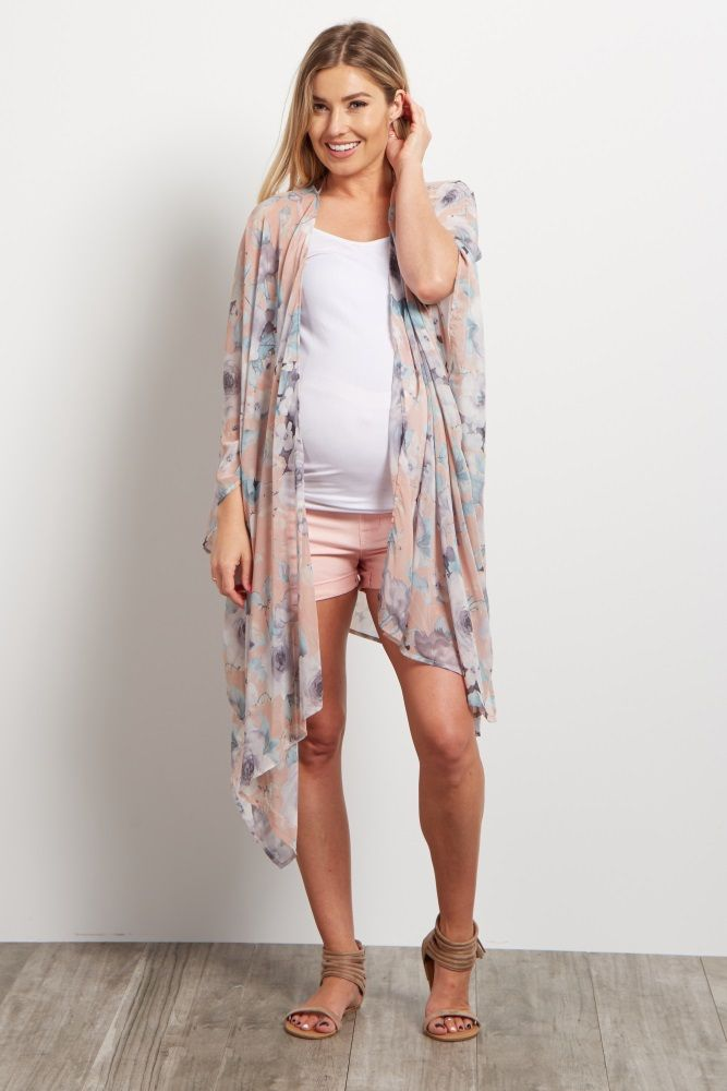 Never wear another basic outfit again when you can throw on this maternity kimono. This chiffon kimono is the perfect layering piece you can style over any maternity cami or tank top. A gorgeous floral print and asymmetric hemline give you a flowy piece for an oh-so-feminine ensemble.