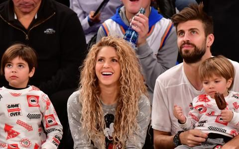Shakira and Gerard Pique sat front-row with their sons for a Christmas basketball game in New York City. The 40-year-old singer opted for the casual chic look with a grey Mickey Mouse sweater, black leather skinny trousers and black trainers. Soccer star Gerard, 30, kept it comfortable in a plain white T-shirt, black pants and black Nike high-tops for the game between the Philadelphia 76ers and New York Knicks. Front row: Shakira and her husband Gerard Pique caught a Christmas Day…