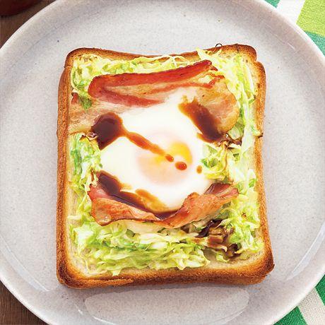 レタスクラブの簡単料理レシピ たっぷりのキャベツで栄養もボリュームも満点「キャベツの巣ごもりトースト」のレシピです。