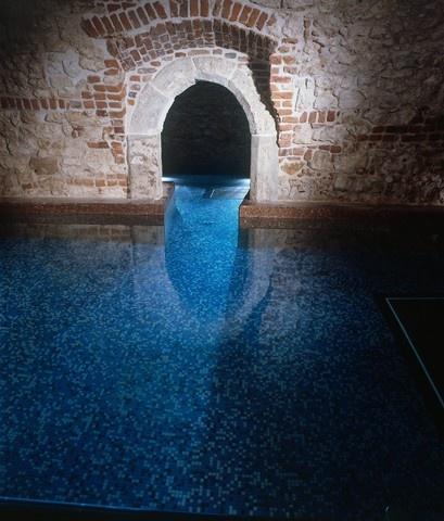 Zrelaksuj się w basenie...