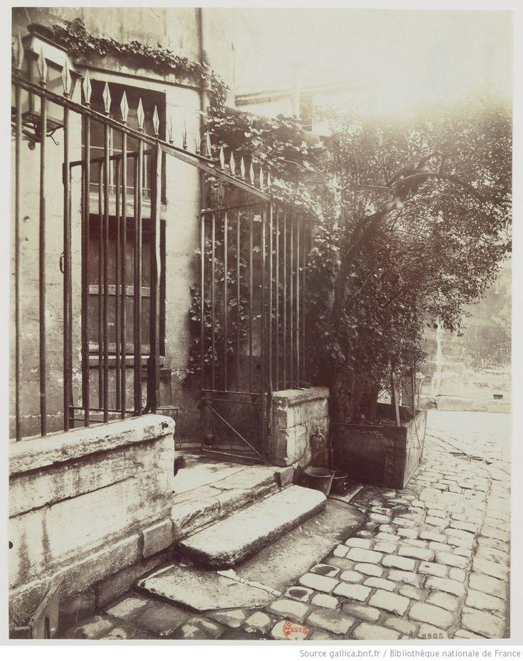 Cour de Rouen [ou Rohan] : [1898 ?] : [photographie] / E. Atget