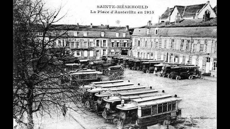Autobus Schneider pb2 de la CGO réquisitionnés pour le transport des troupes à Sainte Menehould, place d'Austerlitz, en février 1915.