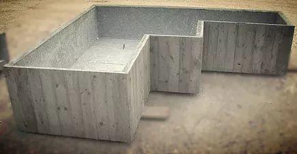 Produzione di fioriere prefabbricate in cemento completamente personalizzabili in forma,dimensioni,spessori e finitura superficiale.