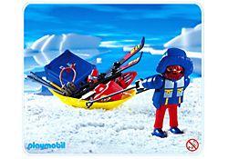 Polarforscher mit Transportschlitten